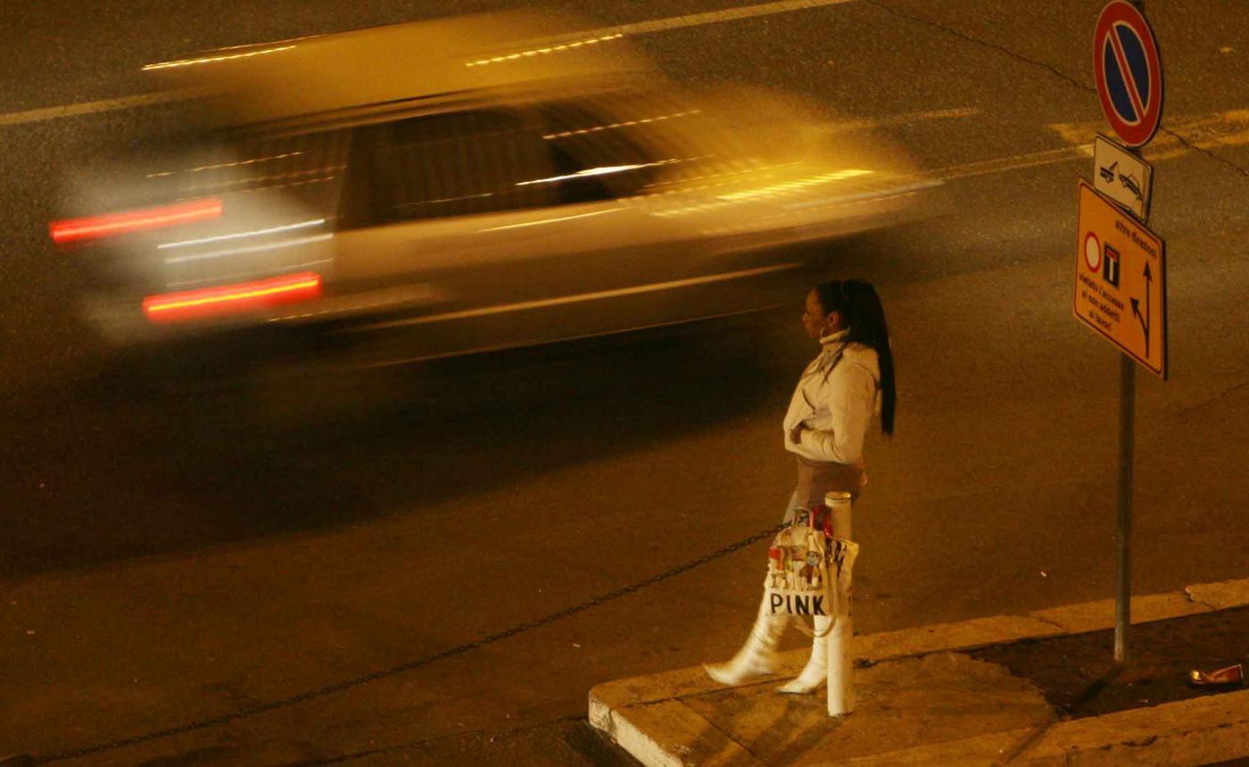 Francia, 1.300 euro di multa ai clienti delle prostitute