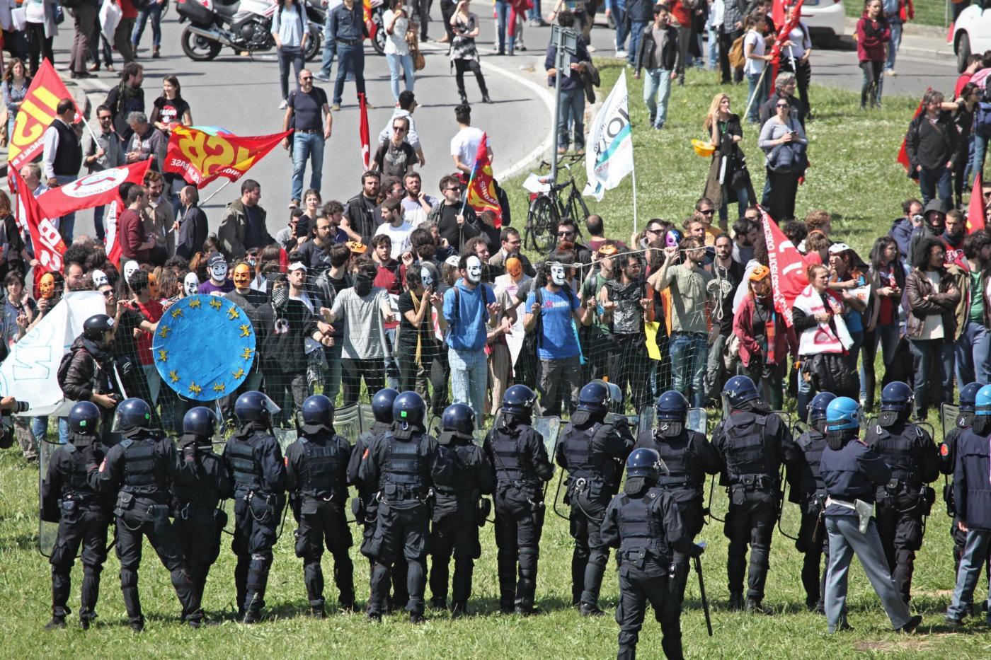 Pisa, scontri e contestazioni all'Italian Internet day