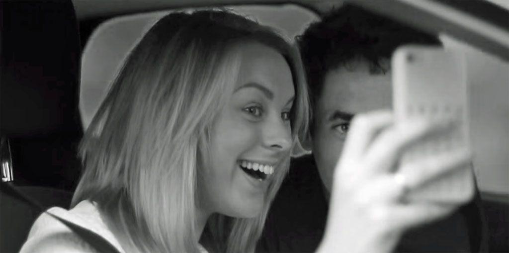 Selfie alla guida: Ford vi spiega quanto è pericoloso