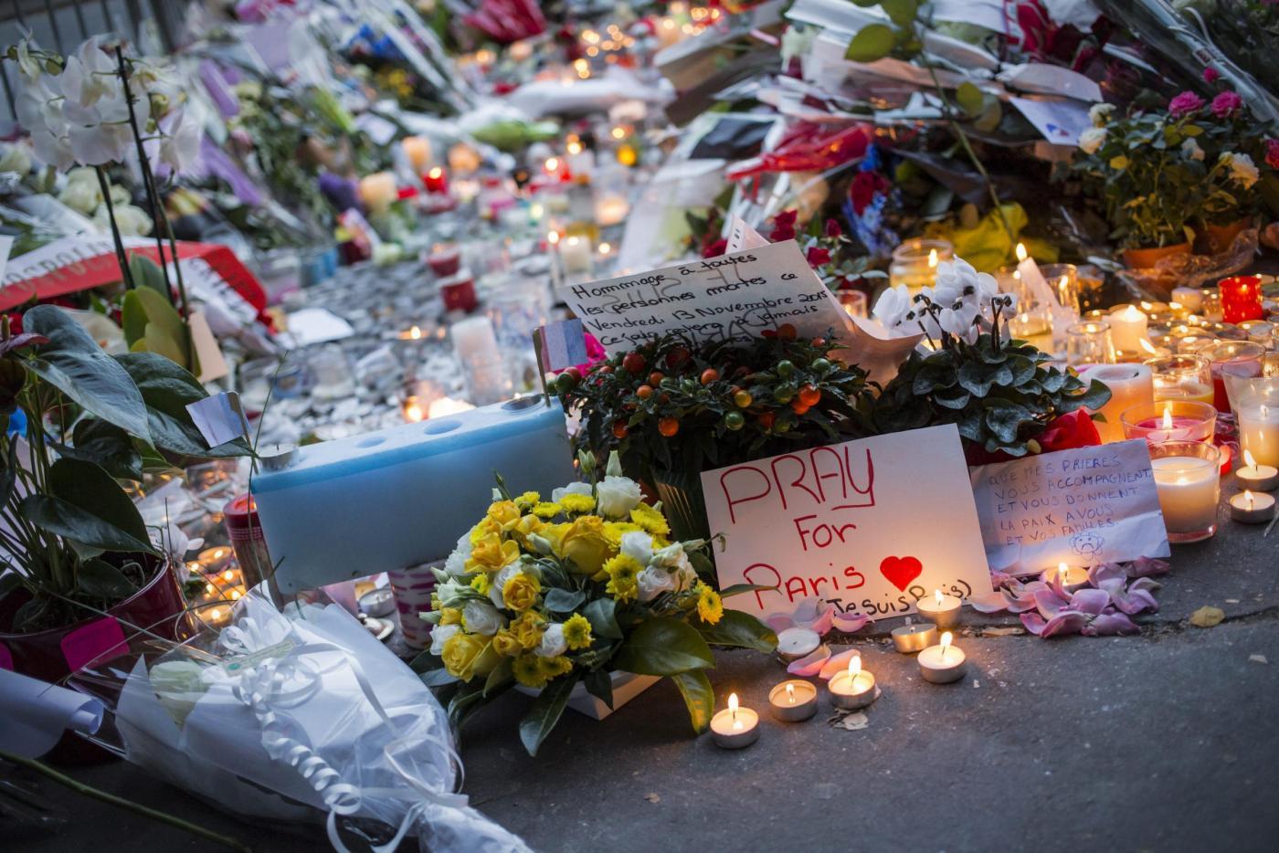 Commemorazioni in tutta la Francia dopo attacchi a Parigi