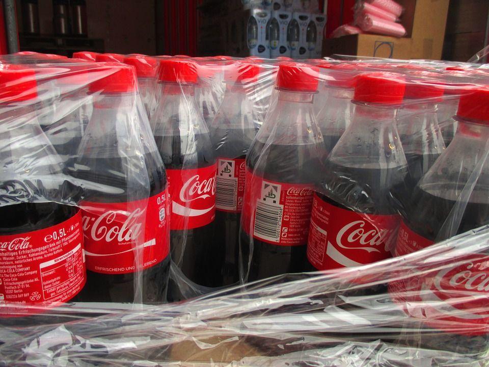Venezuela, stop alla produzione di Coca-Cola: manca lo zucchero