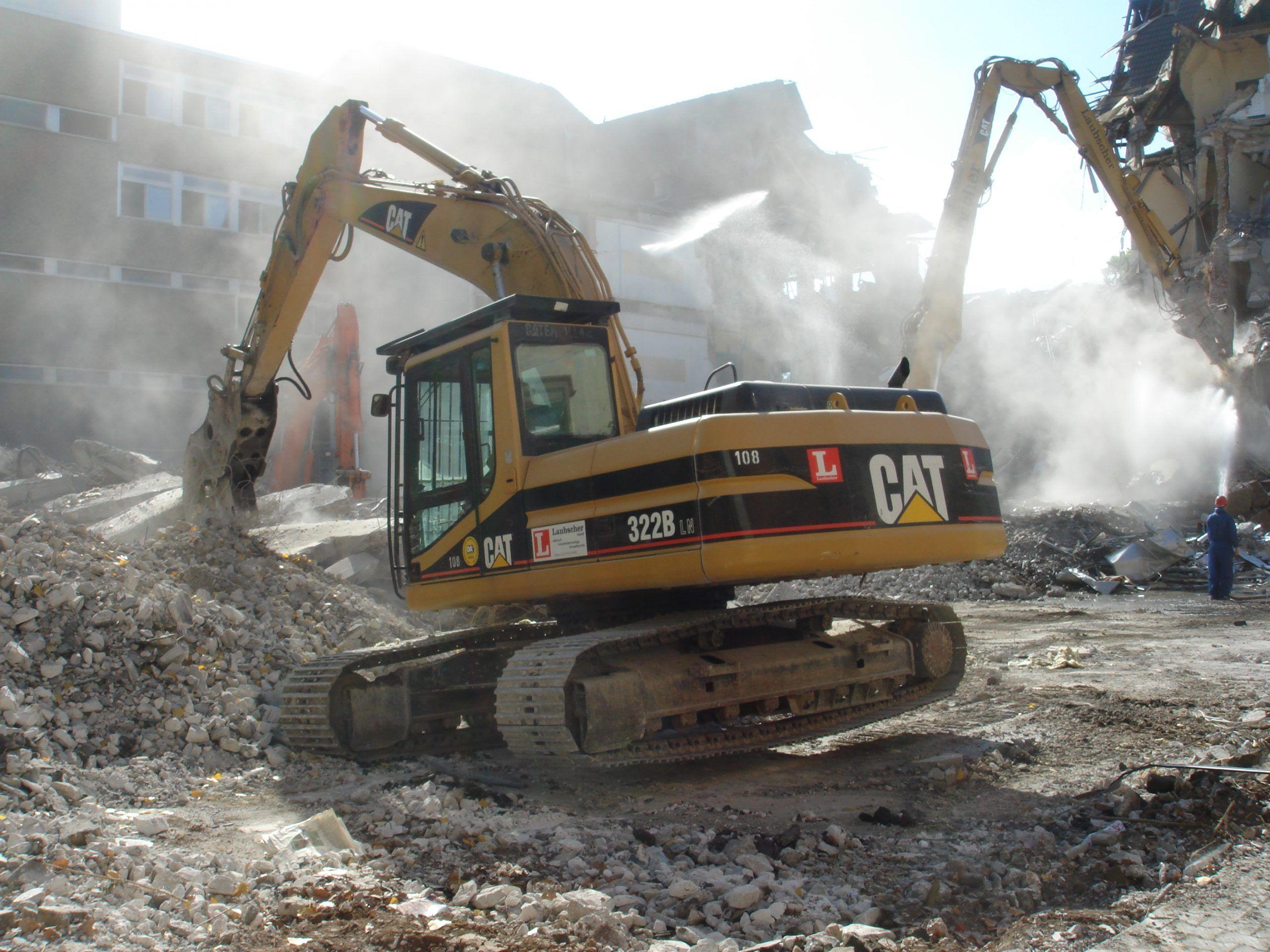 Licata, scontri tra polizia e abusivi per la demolizione di una casa