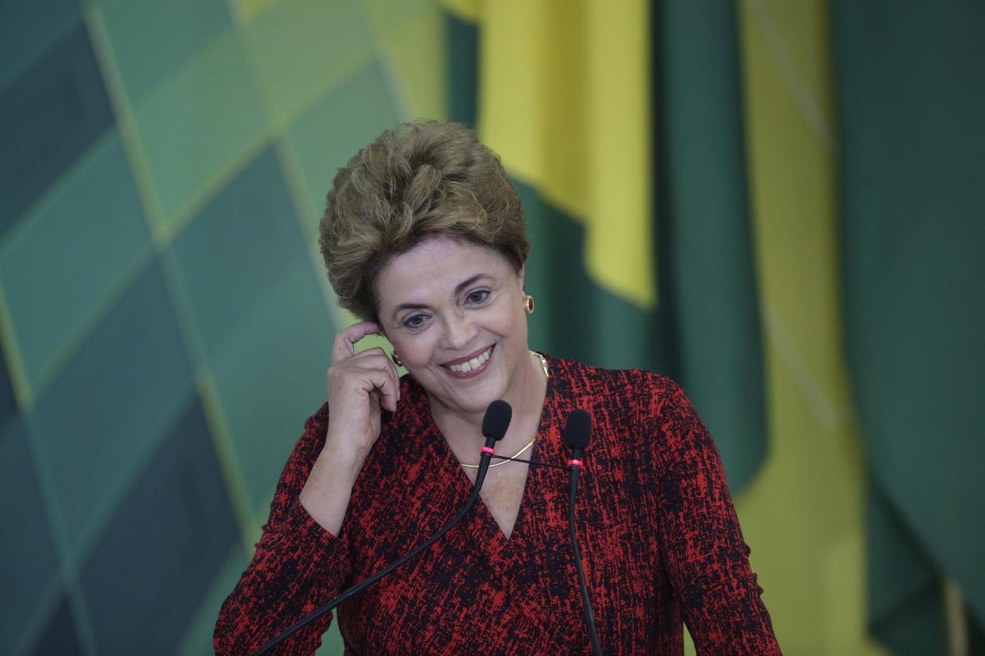 Sostenitori Rousseff al Planalto dopo stop impeachment