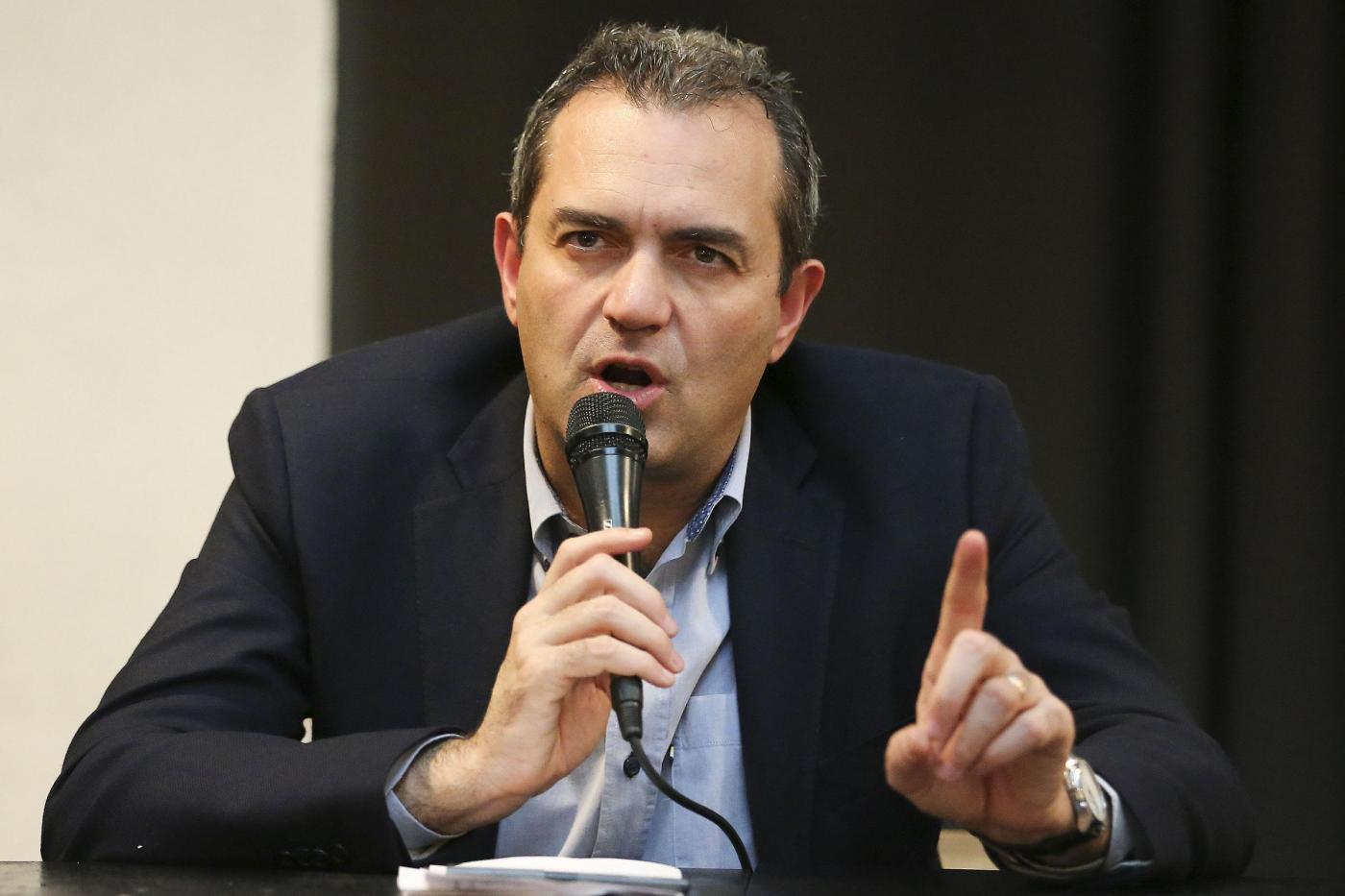 Napoli, De Magistris introduce il reddito minimo di cittadinanza