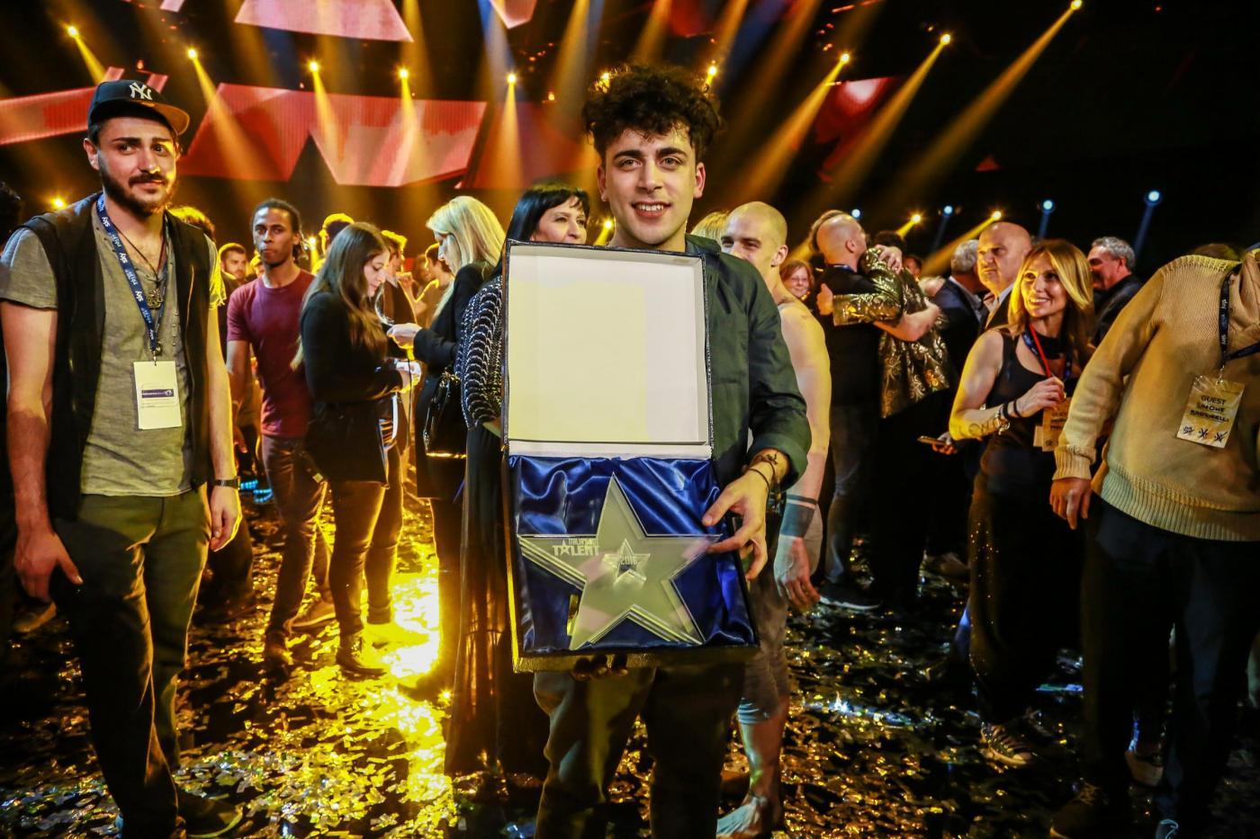 Italia's Got Talent 2016: il vincitore è Moses, il suonatore di armonica