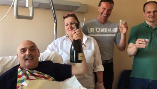 Paolo Brosio in ospedale per un'operazione all'anca: 'L'intervento è durato un po' di più'