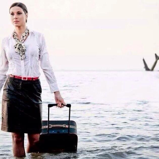 Tragedia EgyptAir, la foto profetica di una hostess