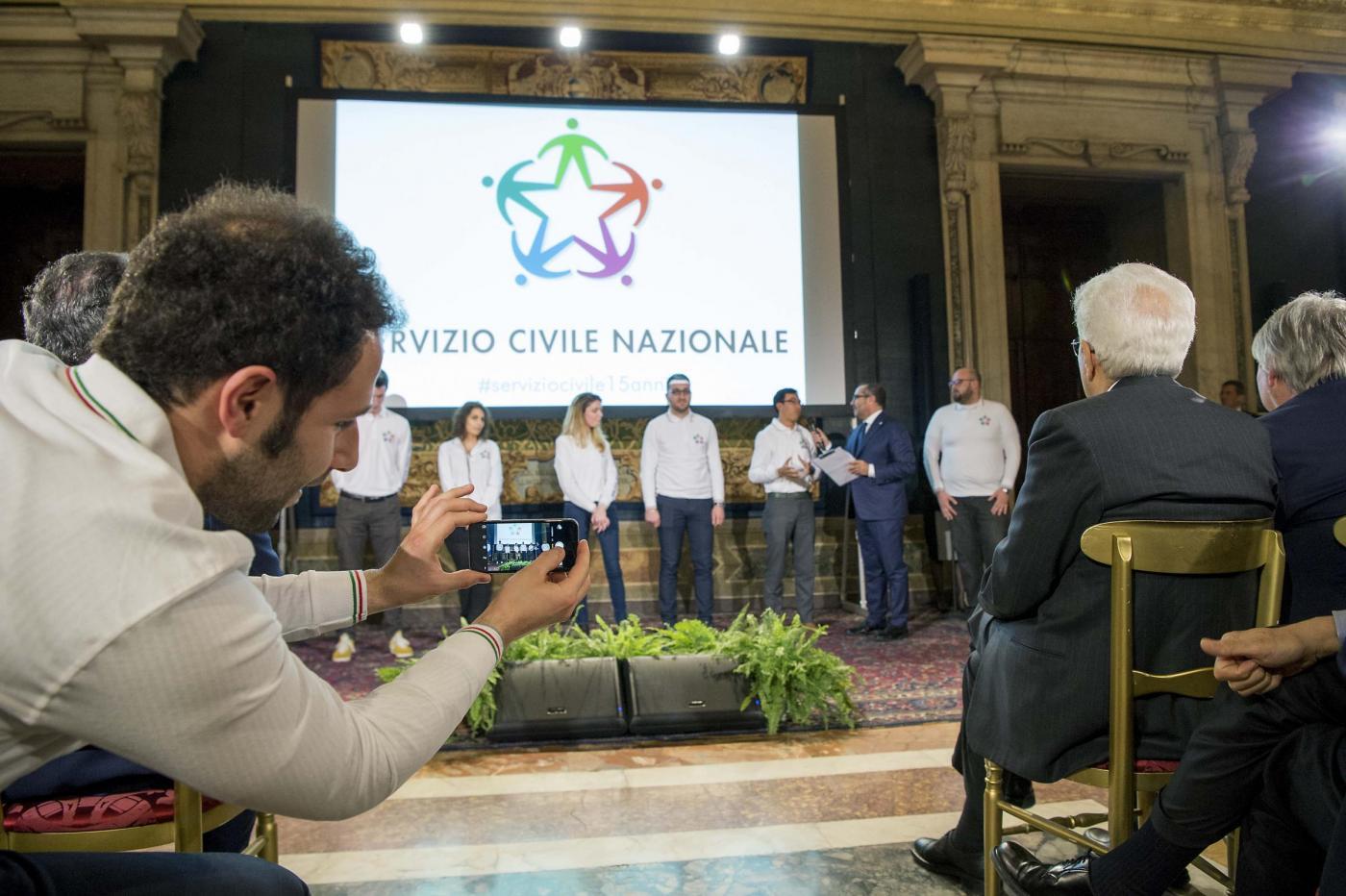 Volontari del Servizio Civile Nazionale con Mattarella Presidente della Repubblica