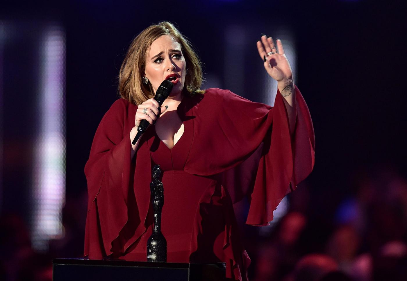 Adele all'Arena di Verona: rimprovera una fan che registra il concerto