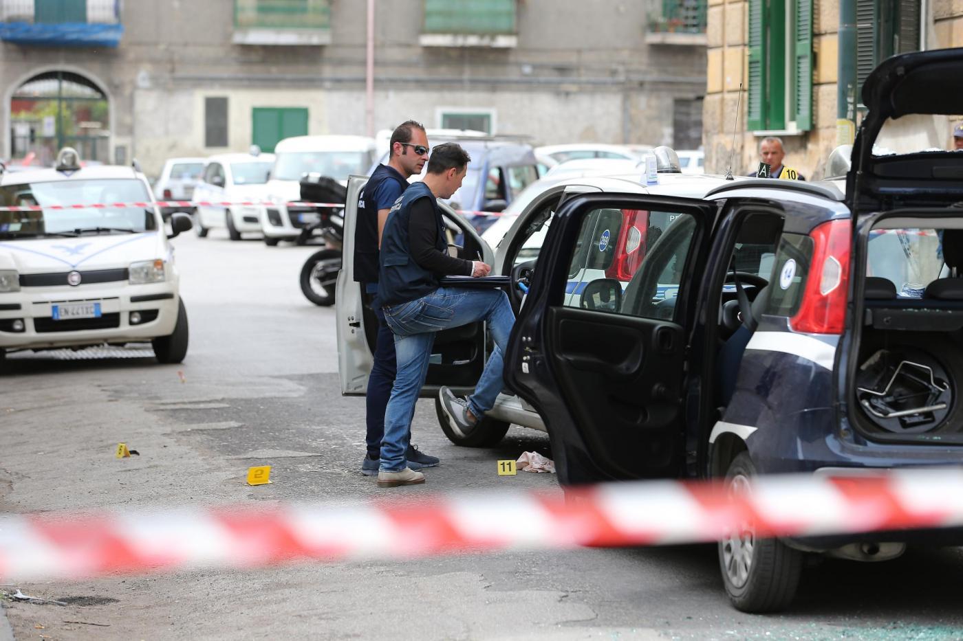 Napoli, agguato in pieno giorno: muore un uomo