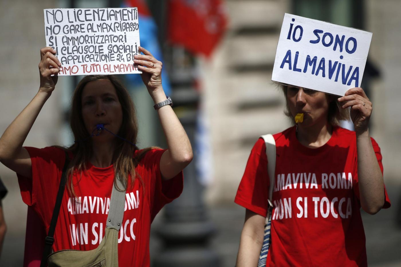 Manifestazione dei lavoratori Almaviva a Piazz a Santi Apostoli