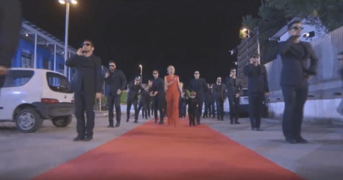 Maria De Filippi balla ad Amici 15: così la finale apre le danze