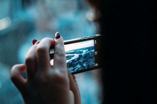 doppio mento smartphone