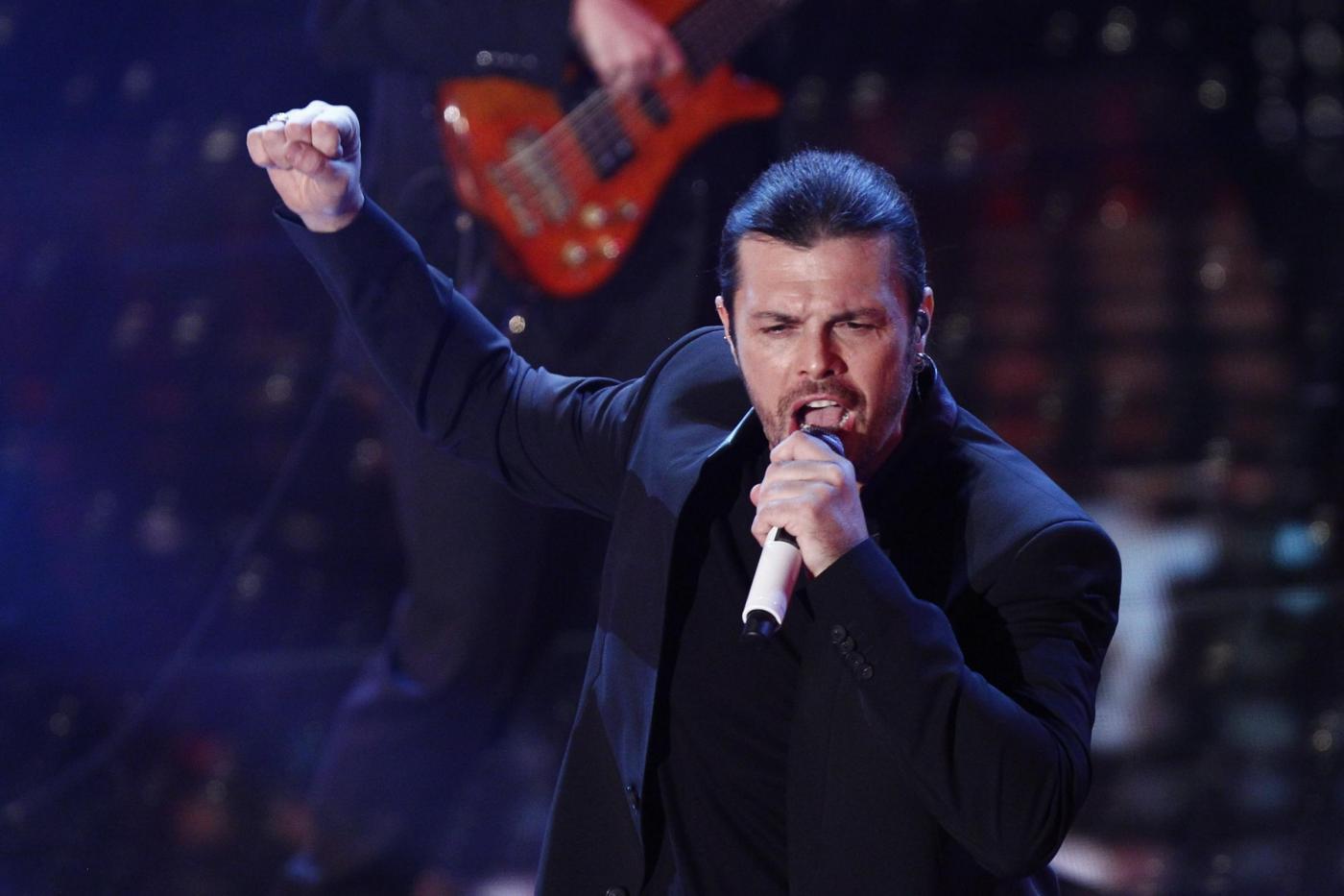 Gianluca Grignani: 'Lo svenimento sul palco fu per un'aggressione subita da malavitosi'