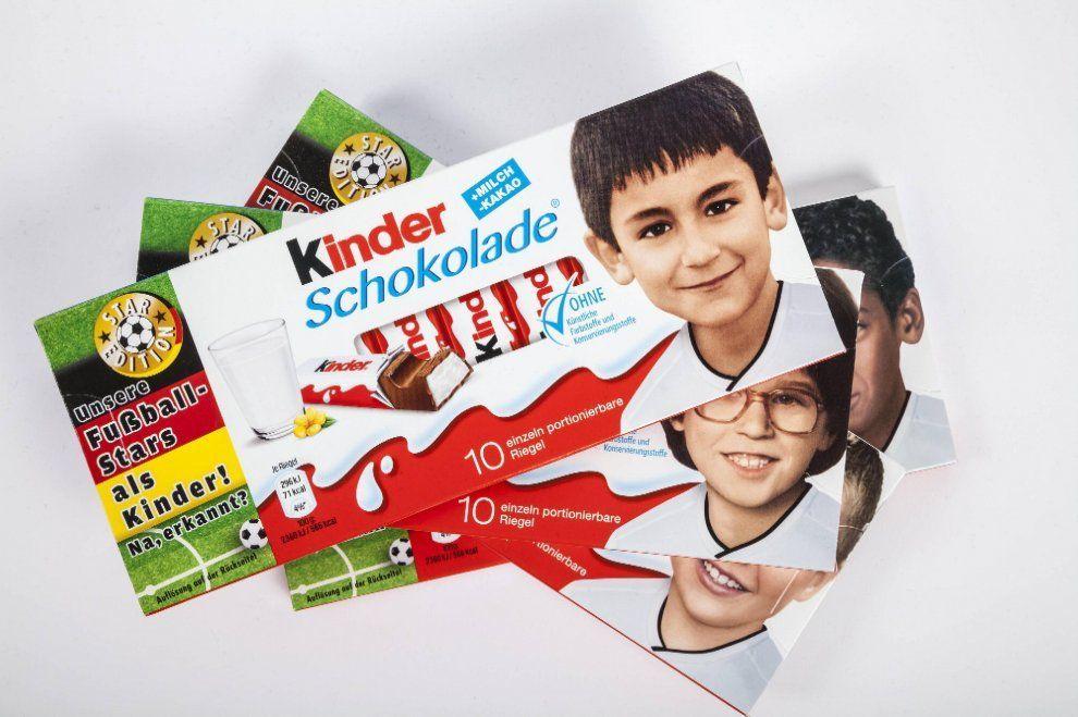 Pegida contro Kinder Ferrero: 'No ai bimbi neri sulle barrette di cioccolato', ma sono calciatori della Nazionale