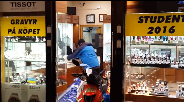ladri in scooter