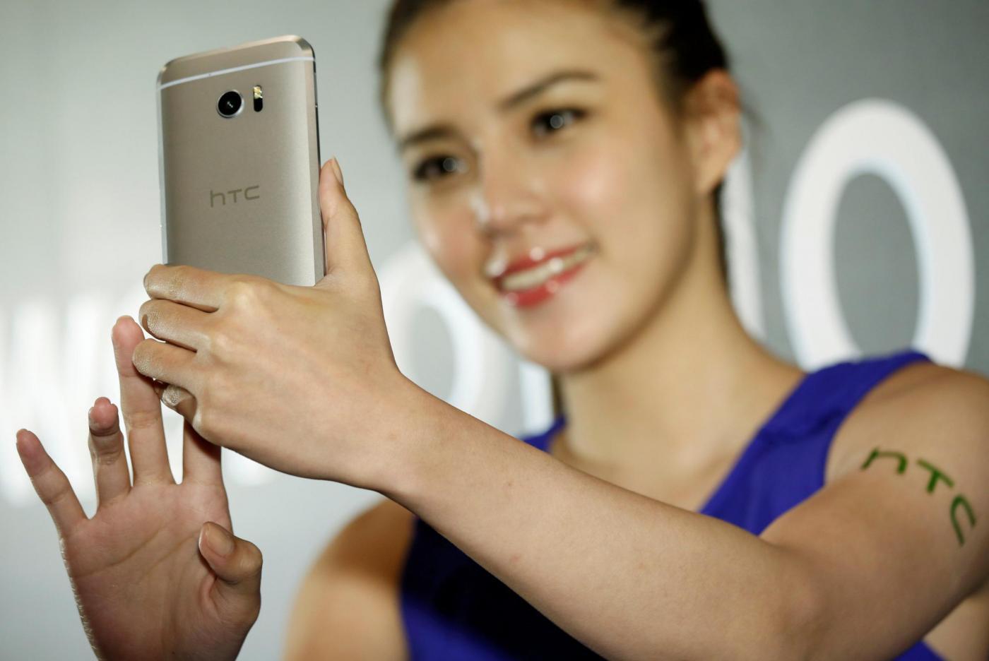 Leggere su schermo - smartphone HTC 10