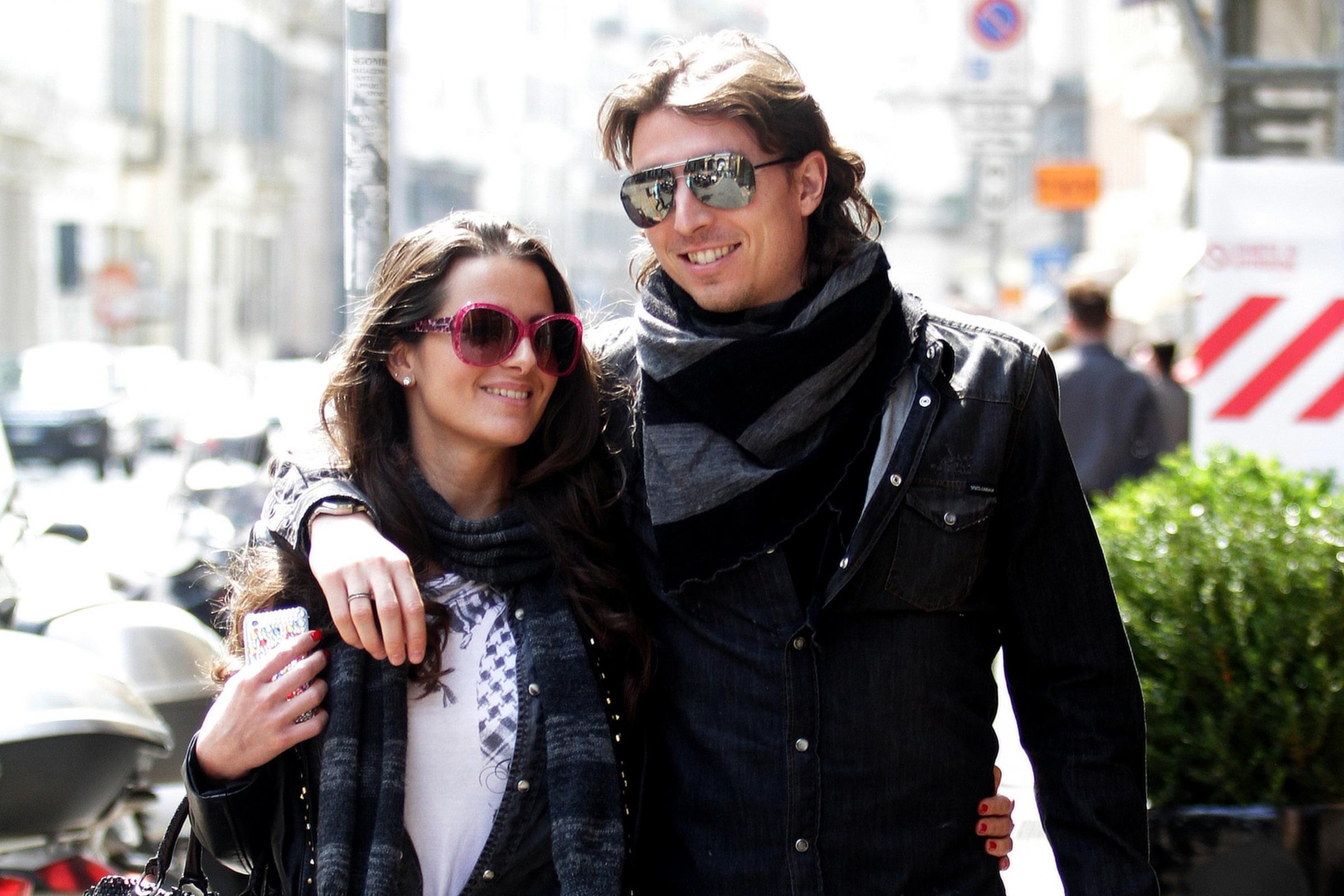 Cristina De Pin e Riccardo Montolivo a passeggio per Milano