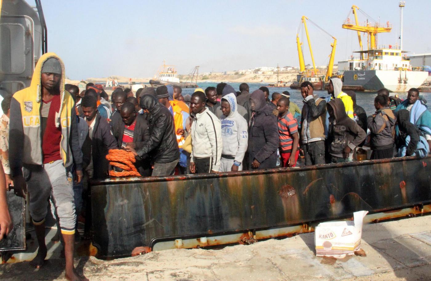 Migranti, Tripoli intercetta persone dirette in Europa