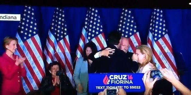 Pugno Ted Cruz