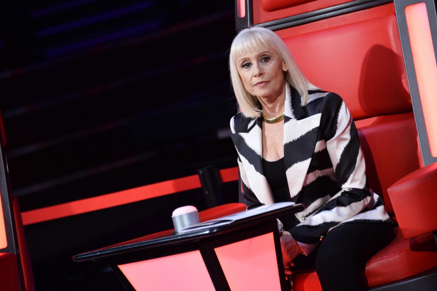 Raffaella Carrà a The Voice 4, nuova gaffe: 'Bob Dylan è morto 35 anni fa'