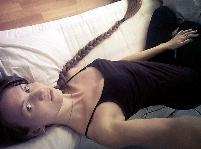 ragazza dai capelli lunghissimi