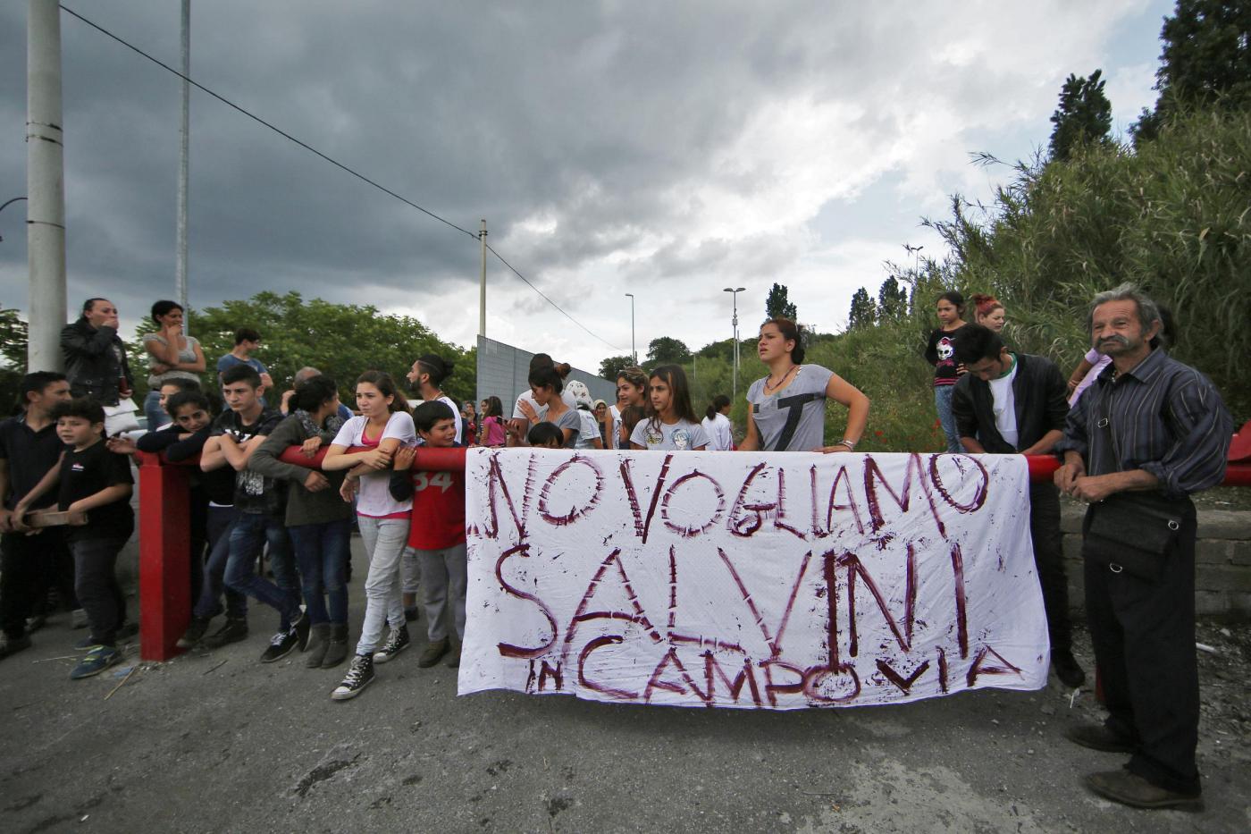 Matteo Salvini e Giorgia Meloni visitano il campo rom di Via Candoni