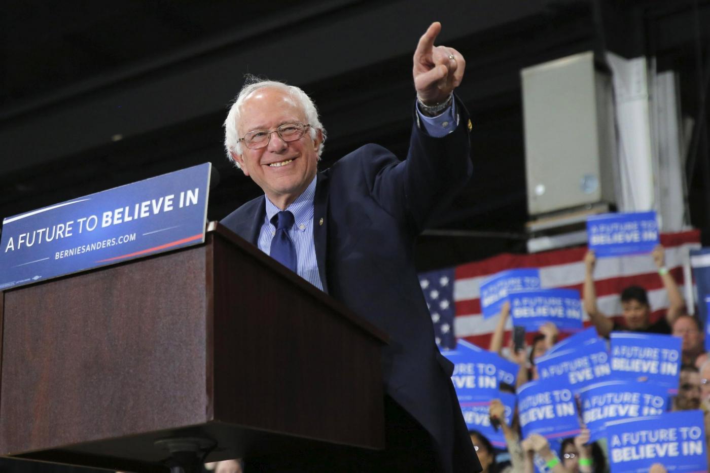Bernie Sanders, chi è il candidato democratico che fa tremare Hillary Clinton