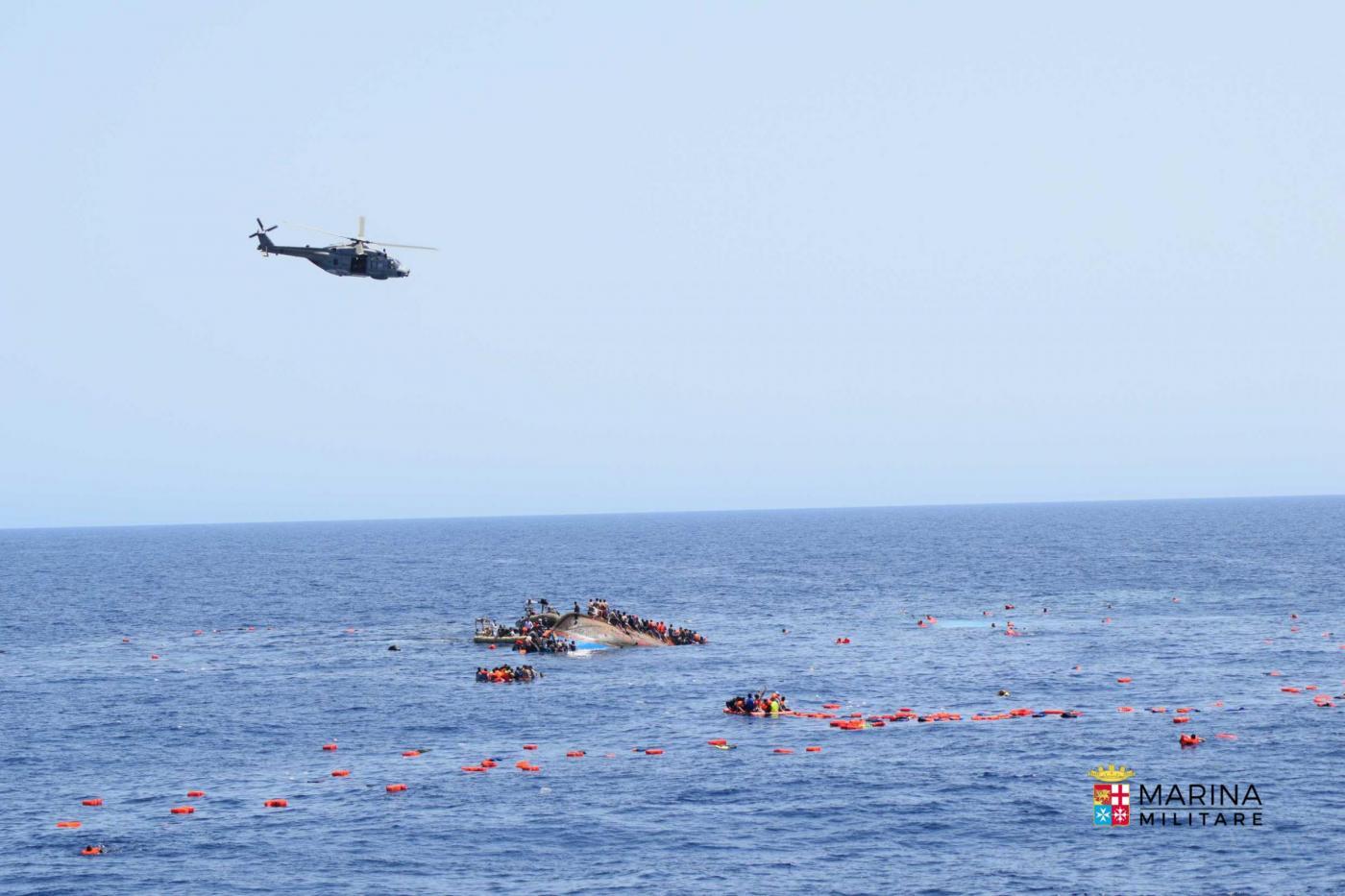 Le navi Bettica e Bergamini salvano oltre 500 migranti al largo delle coste libiche