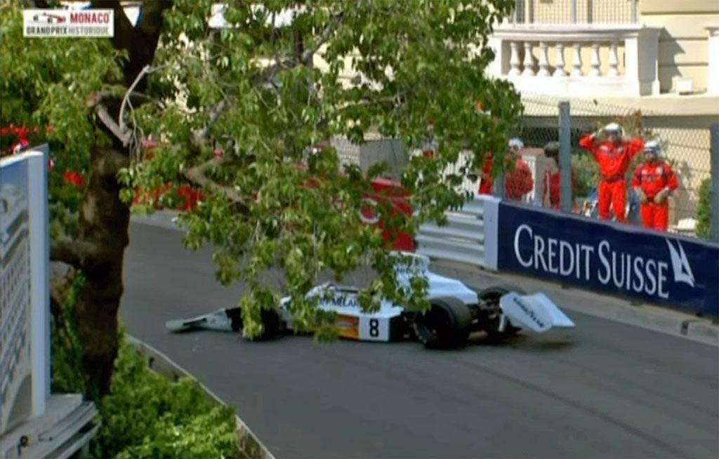 La Formula 1 precipita dalla gru, caos a Montecarlo
