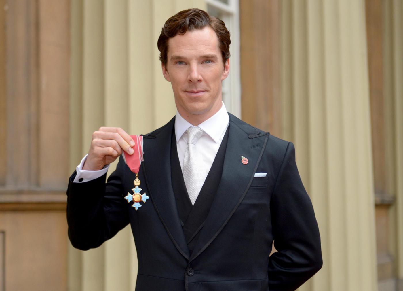 Benedict Cumberbatch alla cerimonia d'investitura di Ufficiale dell'Ordine dell'Impero Britannico