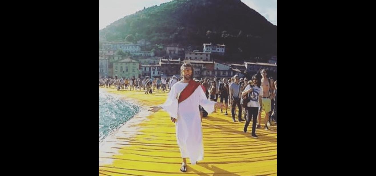 Cristo su passerella Christo video The Dopes