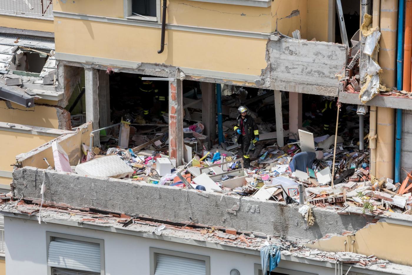 Esplosione in palazzina in via Brioschi a Milano