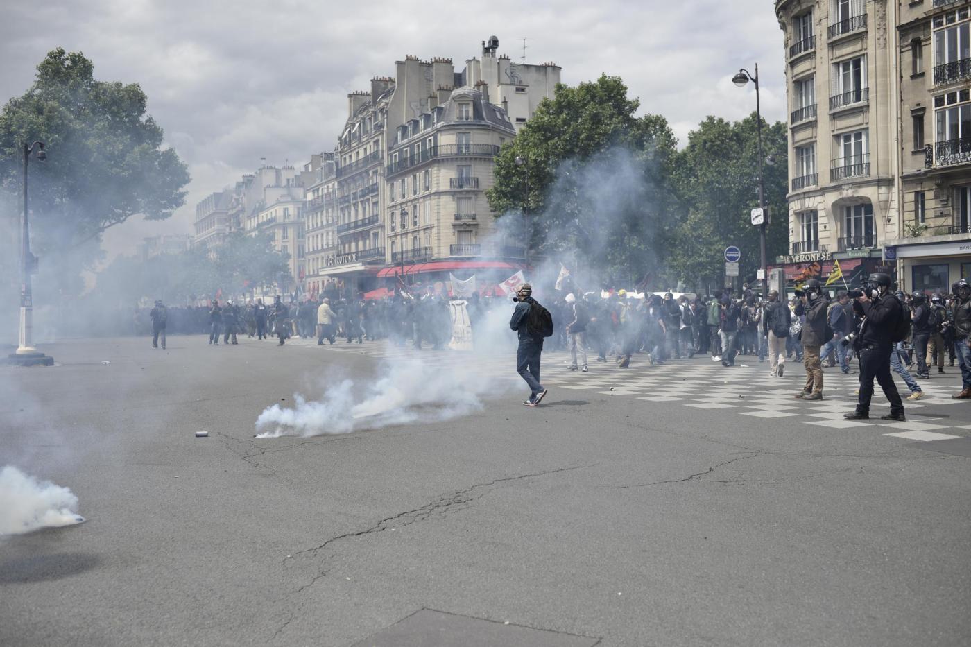 Francia, scontri tra incappucciati e polizia per il Jobs Act