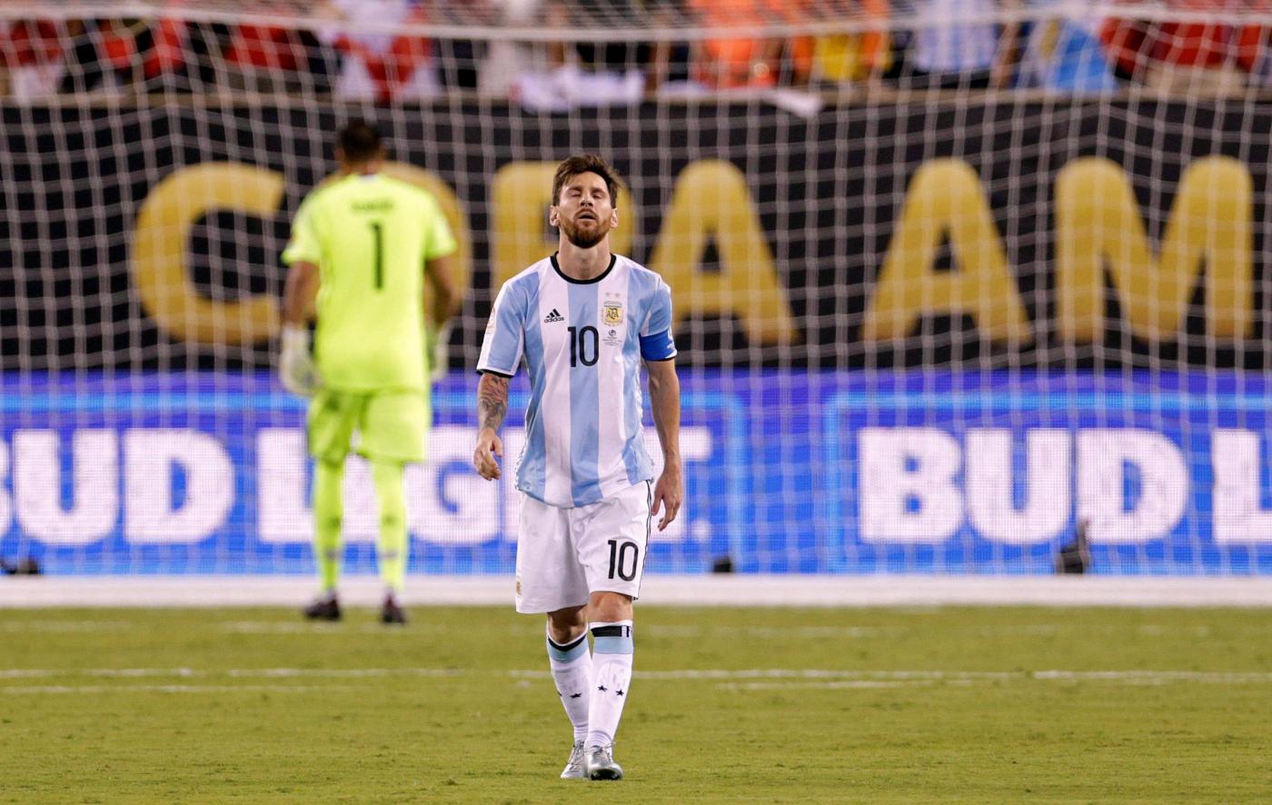 Messi lascia l'Argentina dopo l'ennesima finale persa