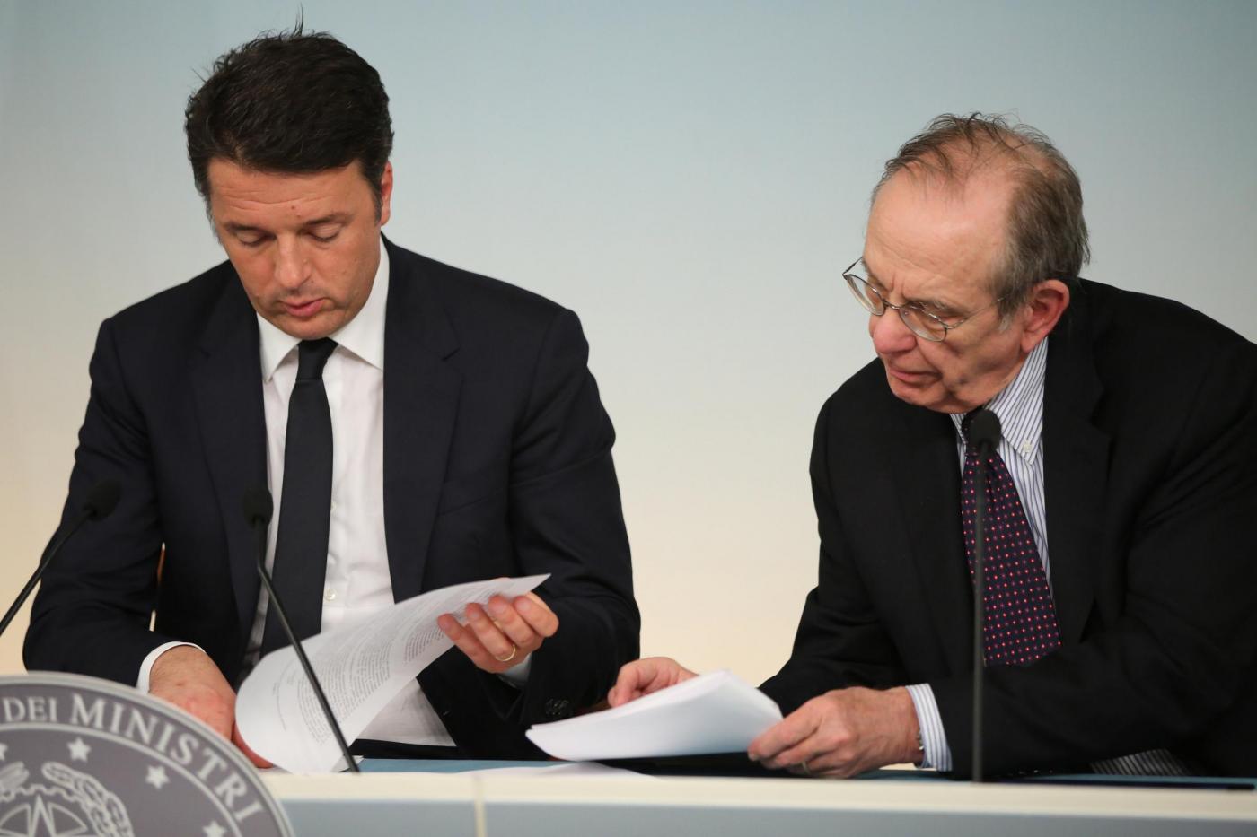 Renzi e Padoan in Consiglio dei Ministri