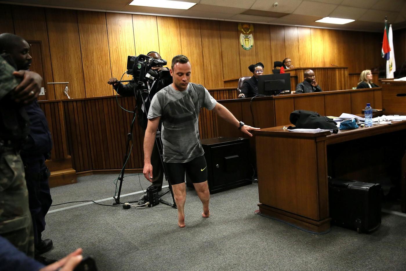Oscar Pistorius senza le protesi prova a commuovere il giudice