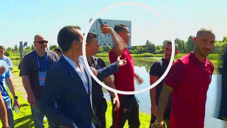 Ronaldo getta il microfono nel lago
