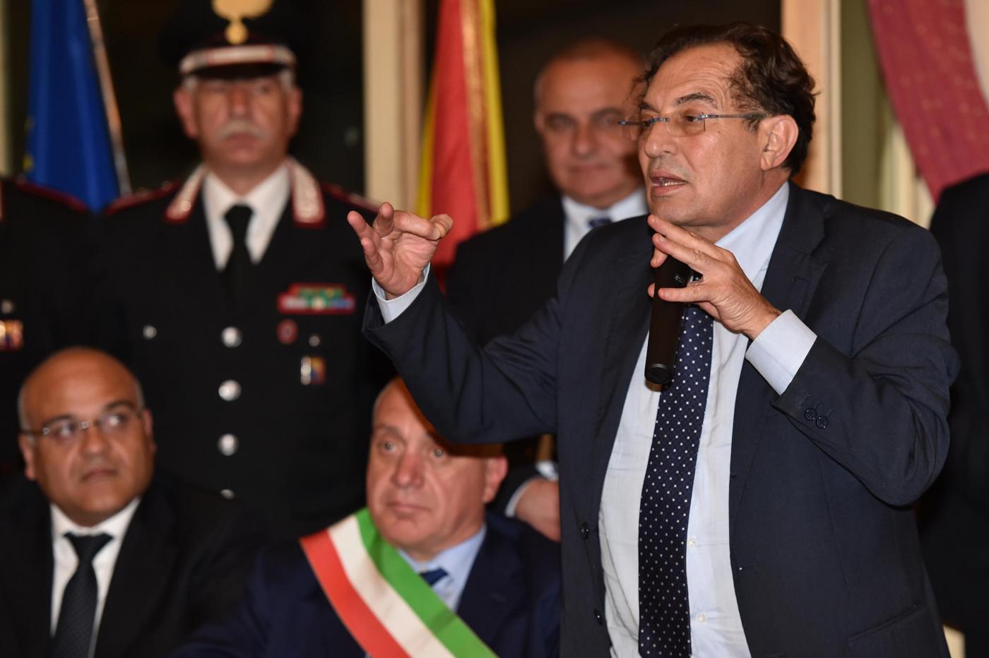 Palermo, la giunta approva il reddito di cittadinanza