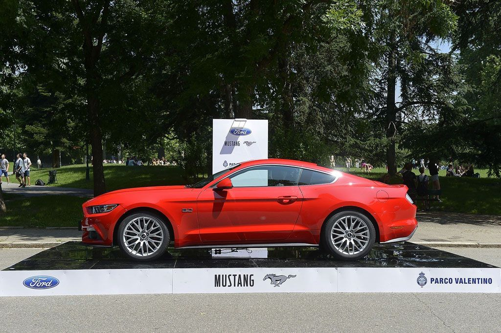 Salone Parco Valentino Torino Ford Mustang