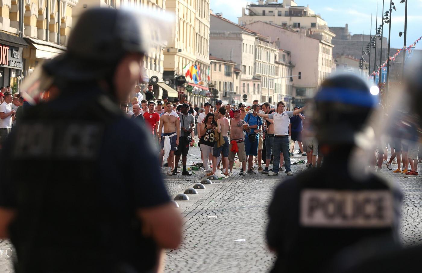 Euro 2016 tensioni tra tifosi inglesi e polizia a Marsiglia