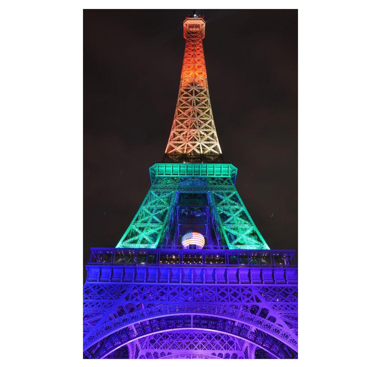 Strage di Orlando: Tour Eiffel arcobaleno, ma qualcuno la vede tricolore