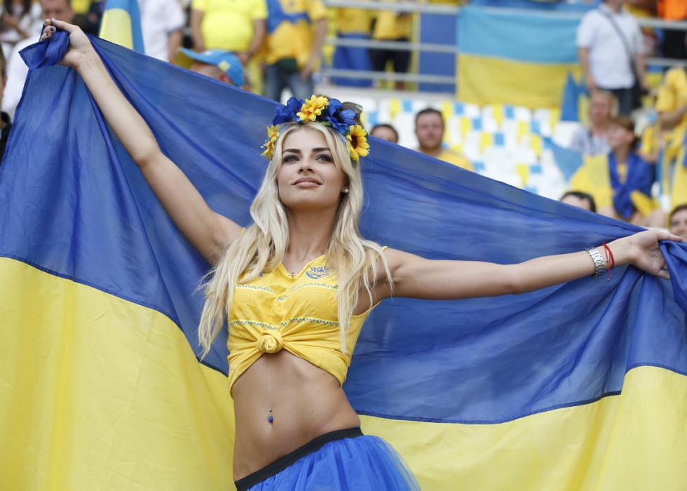 EURO 2016: Vladka, la bellissima tifosa che non ha portato fortuna all'Ucraina