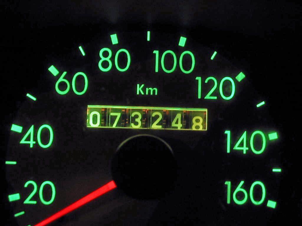 Chilometraggio auto usate: come difendersi dai truffatori