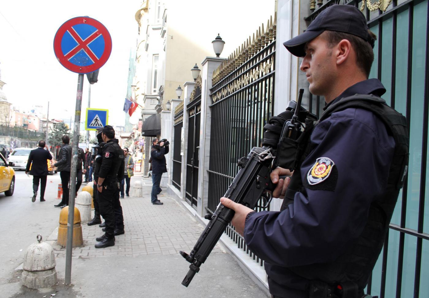 Turchia, autobomba esplode nel centro di Istanbul