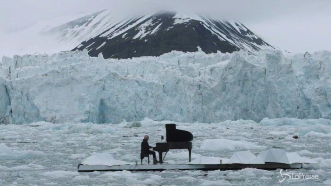 Ludovico Einaudi suona per Greenpeace tra i ghiacci dell'Artico