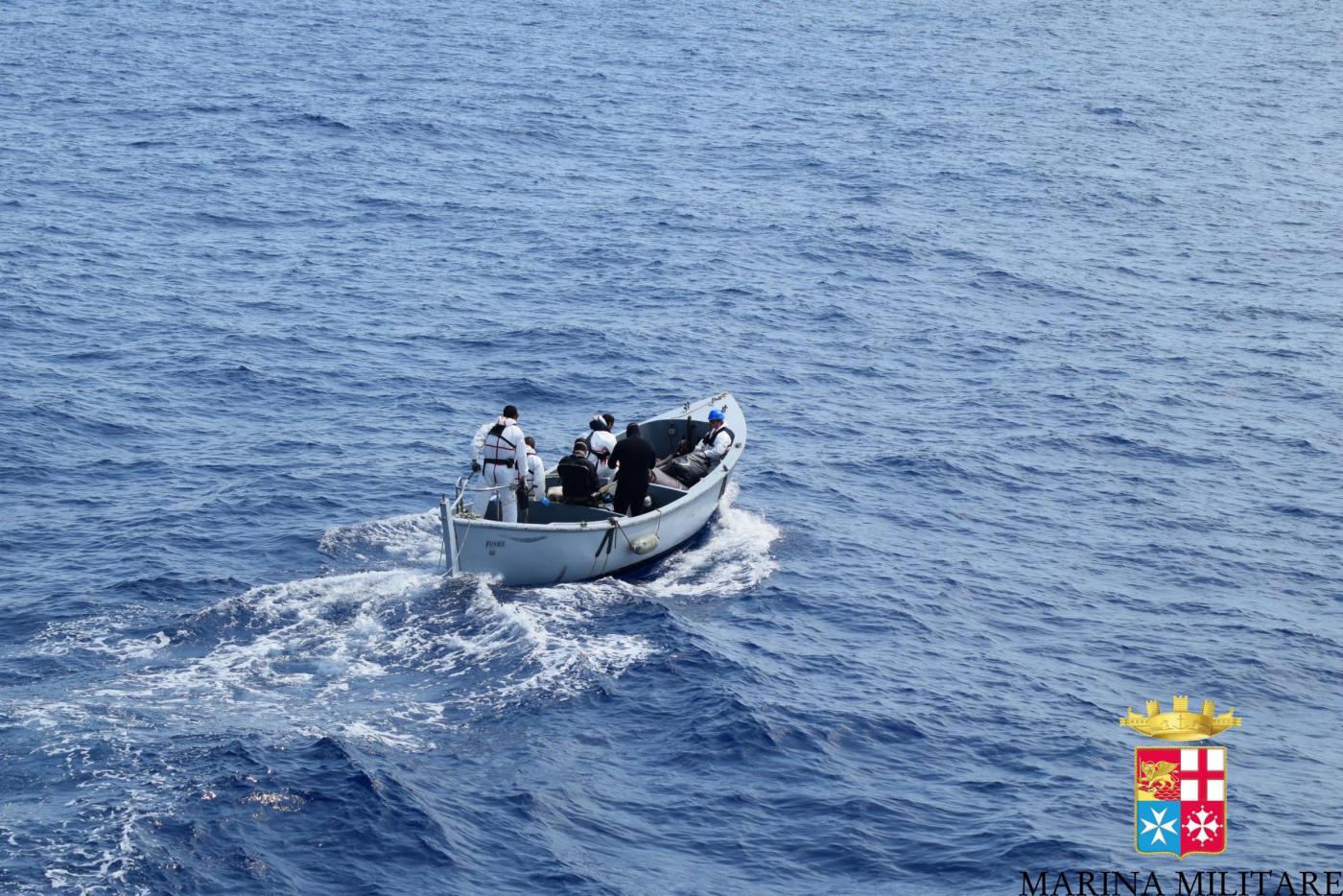 Marina Militare: soccorsi 2 gommoni al largo della Libia