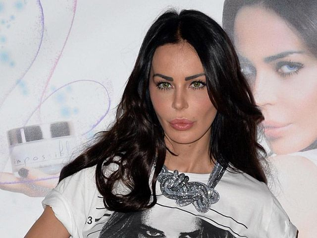 Nina Moric vs. Paola Ferrari: 'Hai la cellulite, copriti le gambe'