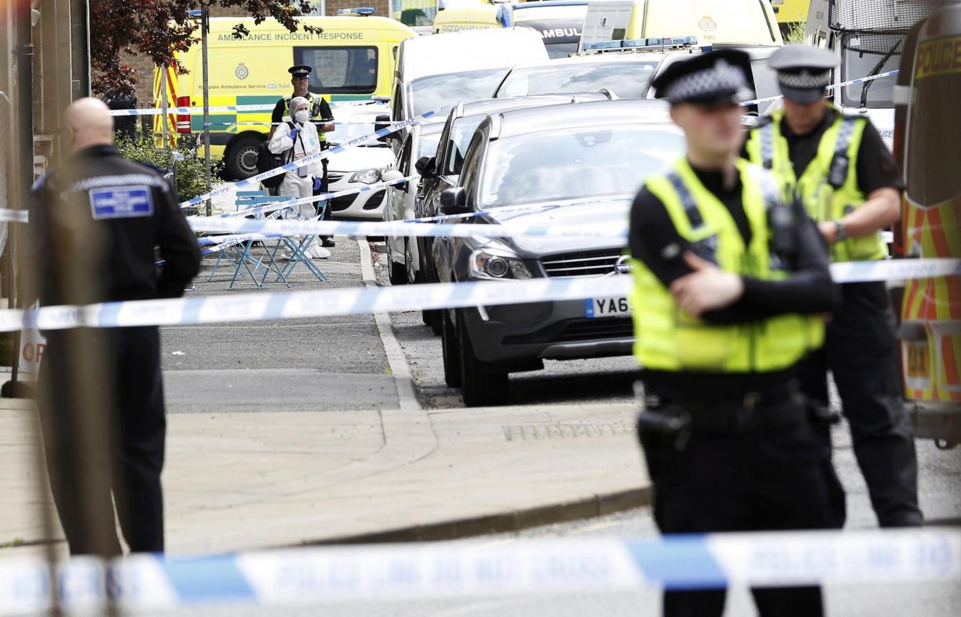 Regno Unito, è grave deputata laburista aggredita a colpi d'arma da fuoco
