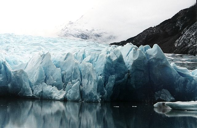 Ghiaccio artico in diminuzione per il riscaldamento globale: il rapporto di Greenpeace